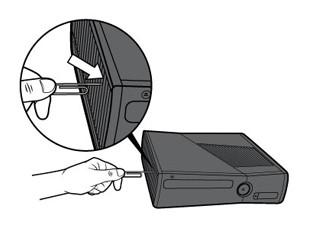 Insira o clipe de papel no orifício