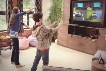 Το Kinect δίνει τη δυνατότητα στους παίκτες να χρησιμοποιούν το σώμα τους για να ελέγξουν το παιχνίδι